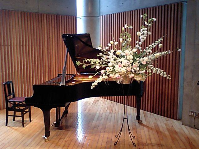 http://www.musicasa.co.jp/topics/100328mugihana1.JPG