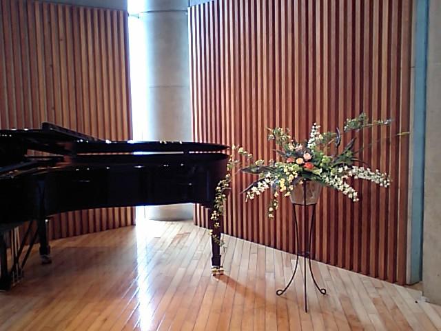 http://www.musicasa.co.jp/topics/100424mugihana1.JPG