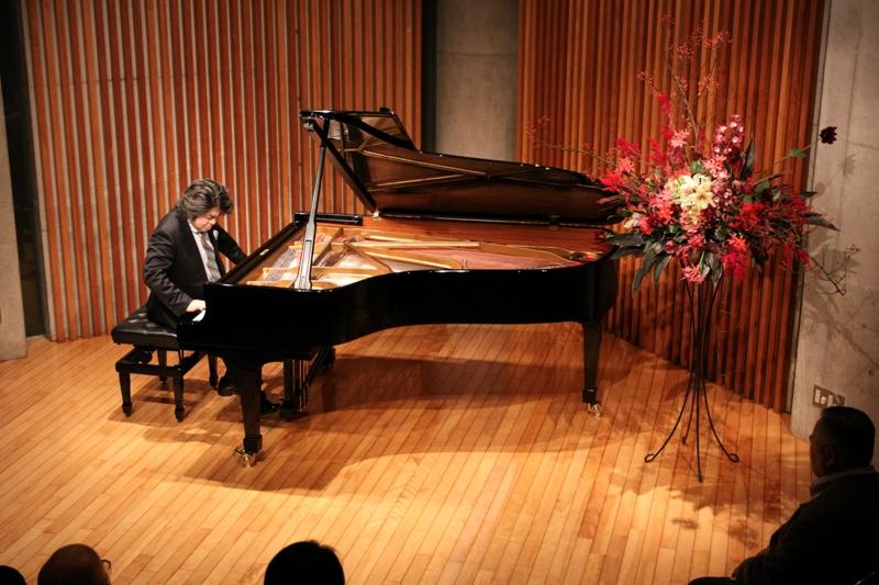 http://www.musicasa.co.jp/topics/101113_wakabayashi.JPG