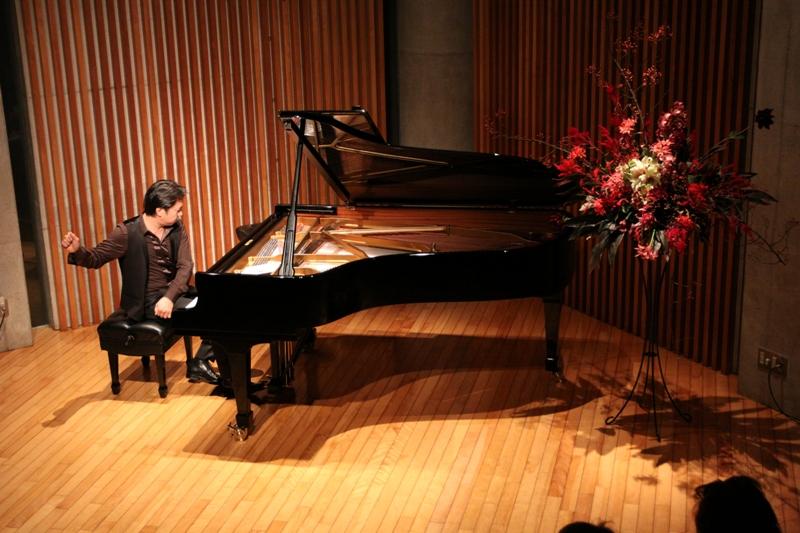 http://www.musicasa.co.jp/topics/101114_ozone.jpg