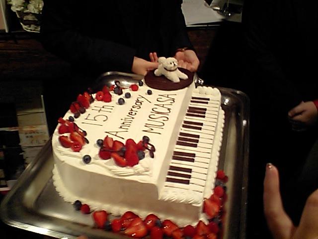 http://www.musicasa.co.jp/topics/101114cake.JPG