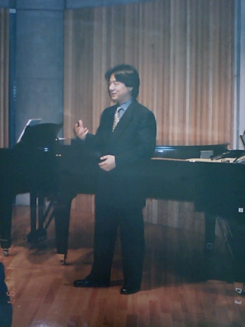 http://www.musicasa.co.jp/topics/19970419_1.JPG