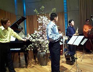 http://www.musicasa.co.jp/topics/20010415b.jpg